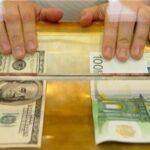 Стоит ли забирать депозиты из банков и покупать доллары